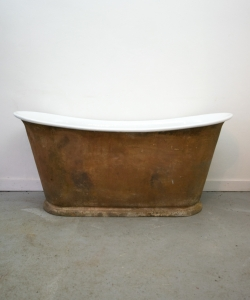 cast iron rusty bath plinth-2