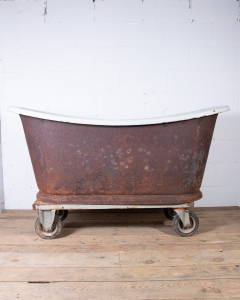 Bateau Bathtub on Plinth